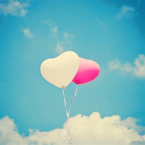 imagenes de smile love 在空中漂浮的浪漫情侣心形小气球高清图片 素材中国16素材网