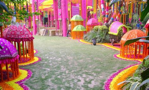 Searching for wedding decoration services, Contact FNP
