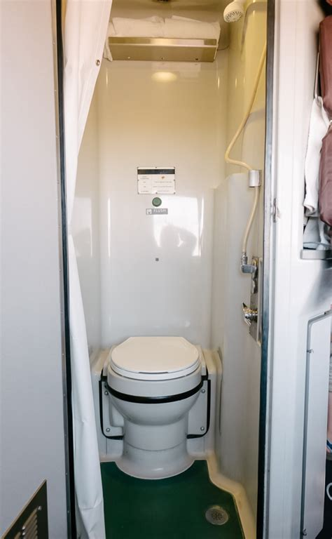 Amtrak Bathrooms by Ohio To California In An Amtrak Sleeper Car Thought Sight