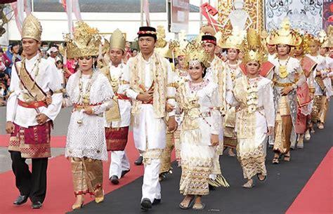 Baju Batik Peta Indonesia pakaian tradisional lung
