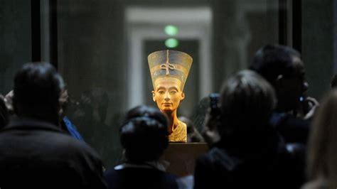 nefertiti biography facts secret door could solve egypt mystery