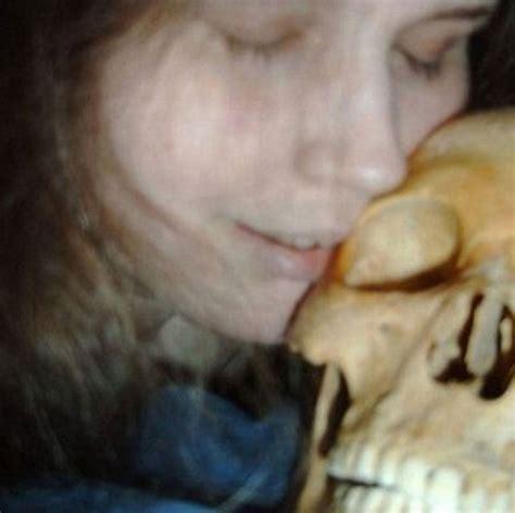 imagenes reales necrofilia g1 mulher acusada de ter feito sexo com esqueleto deixa