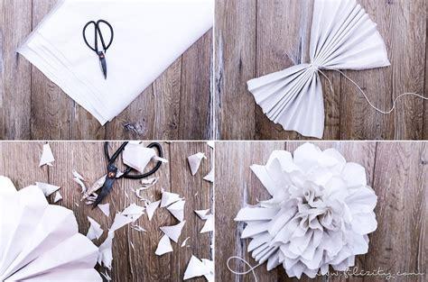 hochzeitsdeko basteln diy deko papier pompons basteln filizity