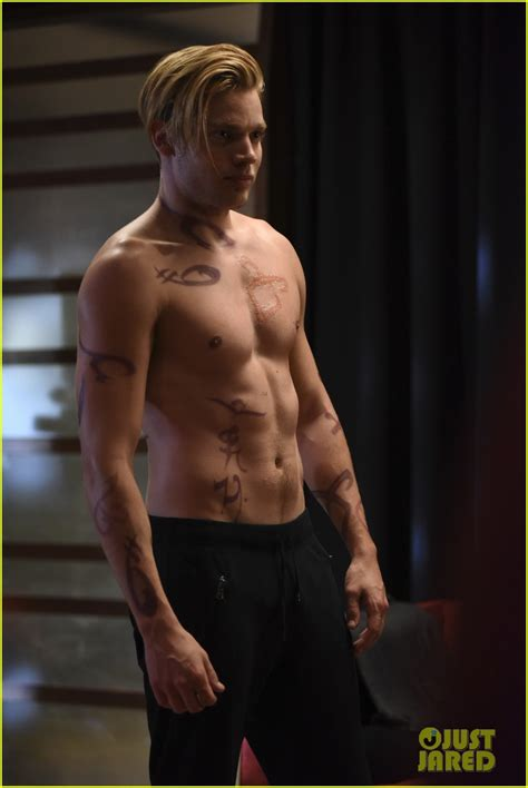 Dominique Ripped dominic sherwood shows ripped shirtless on