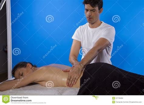 full body massage for women or ladies in gurgaon new masseur doing massage on woman body in the spa salon