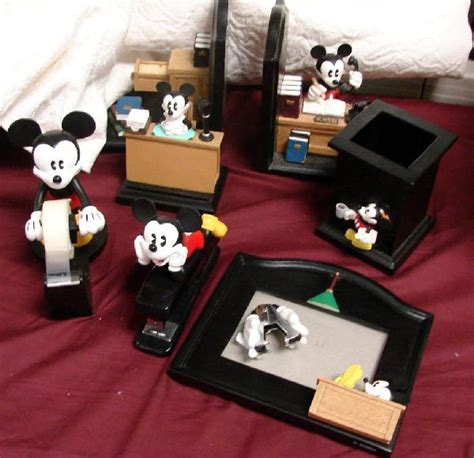 41 mickey mouse desk set 8 pieces lot 41