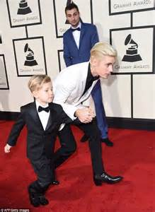 Justin And Together At The Grammys by Justin Bieber Kisses Half Jaxon S Cheek On Grammy