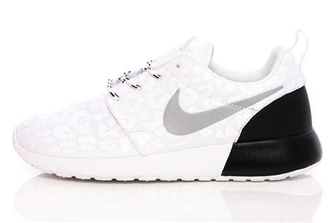 Sepatu Nike Roshe Two White White Premium High Quality nike roshe run premium womens