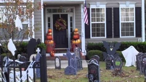 fall outdoor decor and houses