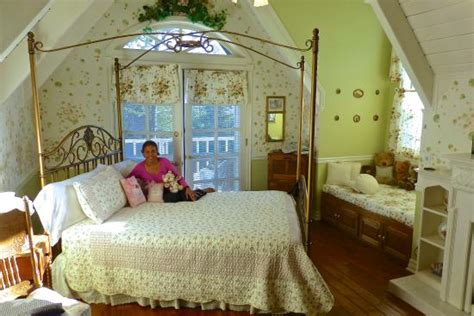 arrowhead bed and breakfast rose gables bed and breakfast b b reviews price