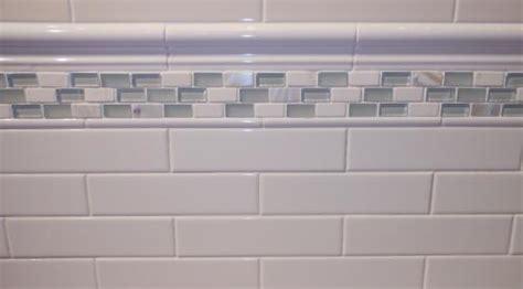 deltaker white glossy subway tile     chair rail    pencil border
