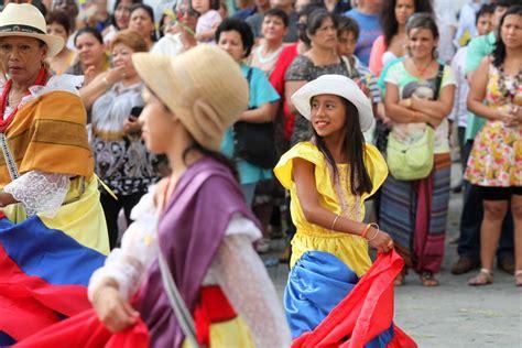 consolato spagnolo genova gli ecuadoriani invadono via venti ecco tutte le