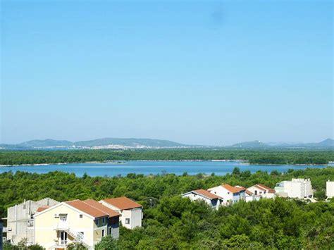 wohnungen kroatien brodarica dalmatien appartement mit 4 schlafzimmern