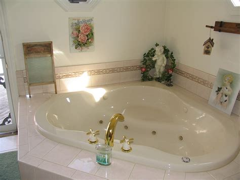 how big is a standard bathtub 16 reasons why whirlpool tubs are for suckers len penzo
