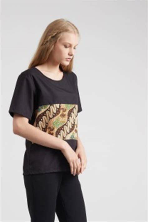 Baju Hijabers Trendi Amiya Top Black inilah model baju batik kombinasi modern yang paling pas buat kamu