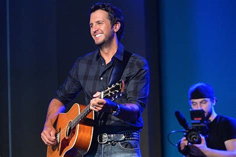 luke bryan gun control luke bryan opens up about the death of his brother and sister