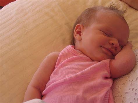 bambino nella culla morte in culla per un bambino di cinque mesi