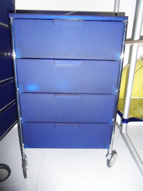 kartell cassettiere cassettiera quattro cassetti su ruote mobil di kartell