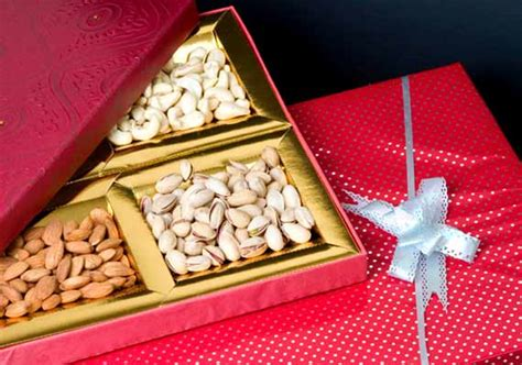 Wedding Gift Options India 5 Unique Gifts That You Can Tag Along With Wedding