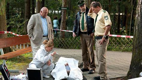 hubert und staller folgen bilder mord im m 228 rchenwald hubert und staller ard