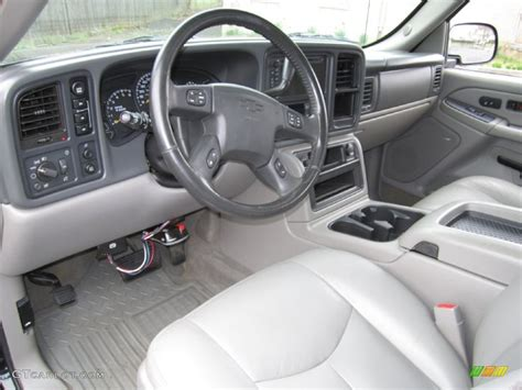 gray charcoal interior 2005 chevrolet avalanche z71