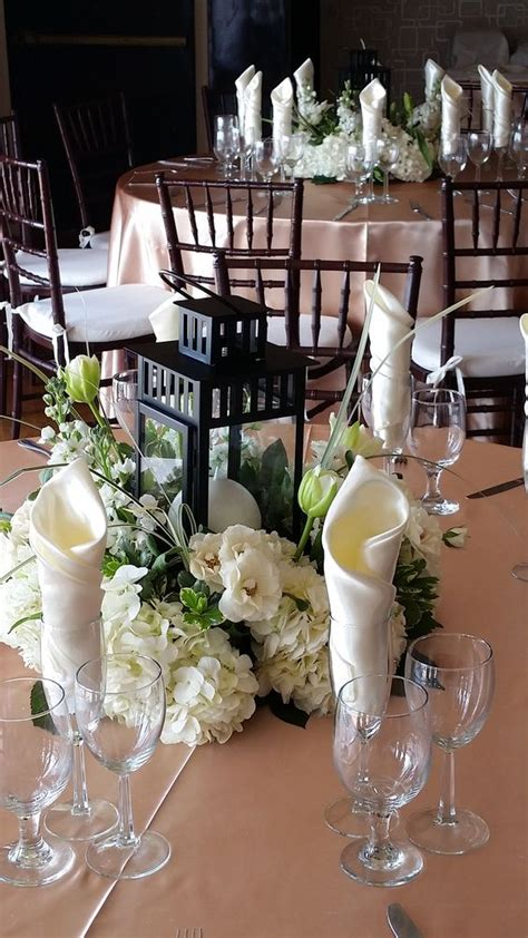 gorgeous and simple centerpieces with hydrangeas spray