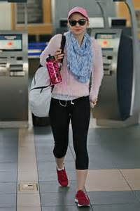 dove cameron in tights 03 gotceleb