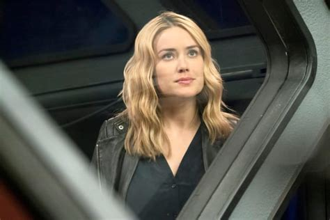why did elizabeth keen on the blacklist wear wigs in season 1 11 tv characters who won t stop annoying us page 2 tv