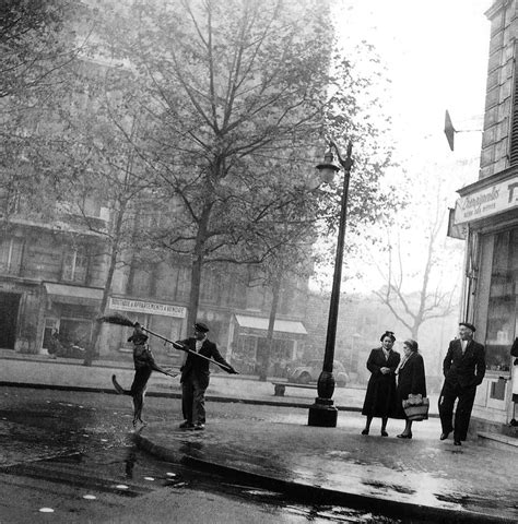 the best of doisneau capturing everyday moments the work of robert doisneau photography office