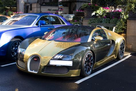 bugatti gold and black 163 1million black and gold bugatti veyron spotted outside