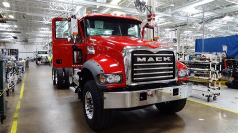 volvo truck factory 100 mack volvo trucks loading an r model mack dump