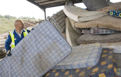 How To Dispose Of Mattress Uk by How To Get Rid Of Mattress And Box Furniture