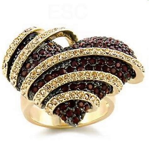 jewelry fashion and expensive gold jewelry