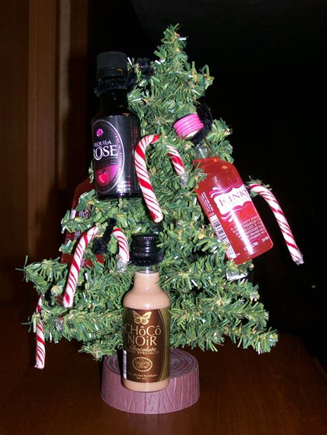 mini alcohol bottle chirstmas tree gift liquor tree