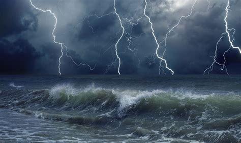 imagenes de barcos en tempestades tempestade conceito o que 233 significado