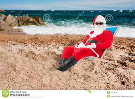 imagenes de santa claus en la playa santa claus el vacaciones imagen de archivo imagen de