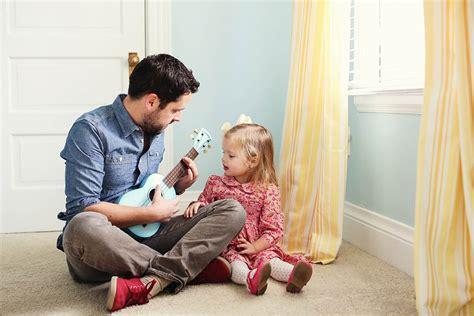 papa coge con su hija 20 emotivas cosas que todo pap 225 debe hacer con sus hijas