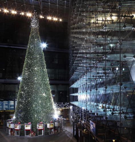 weinachsbaume berlin riesen swarovski weihnachtsbaum steht in berlin my lifestyle