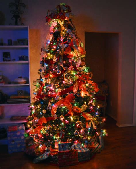 traditional christmas tree decor showmemama com