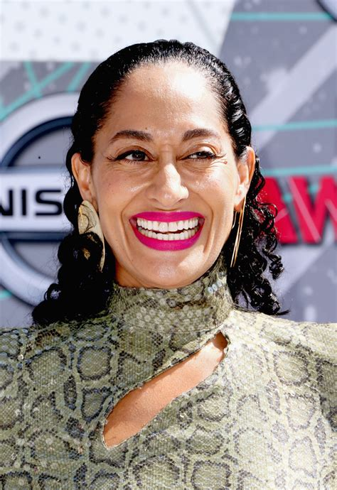 Tracee Ellis Ross Hairstyles by Tracee Ellis Ross Medium Curls Hair Lookbook Stylebistro