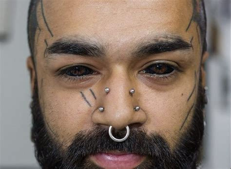 tattoo eyeball indian karan sidhu is the first in india to tattoo his eyes