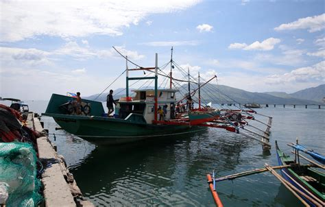 fishing boat making philippines philippines deal with china pokes a hole in u s strategy