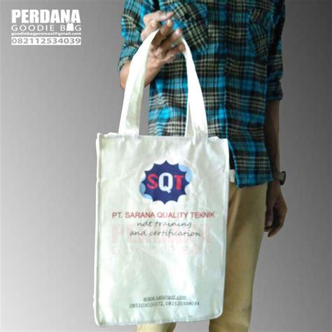 Kain Spunbond Banjarmasin tas promosi blacu sablon gradasi untuk klien di