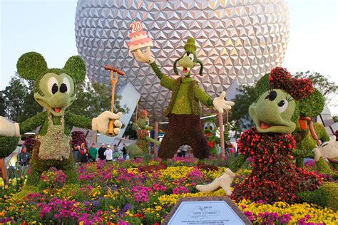 Epcot Flower Garden Epcot Flower And Garden Festival The Theme Park Of Walt Disney Margarite Gardens