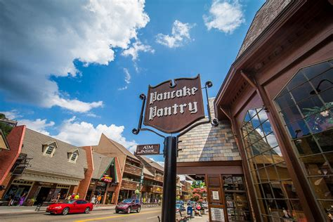 Pancake Pantry Gatlinburg Hours by Gatlinburg Vacation Guide Ultimate Guide To The Smoky