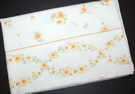 1960s cannon daisy flower twin no iron percale flat sheet from kitschandcouture on ruby lane
