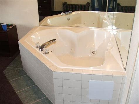 what hotel chains jacuzzis in the room in room picture of best western executive inn seneca tripadvisor