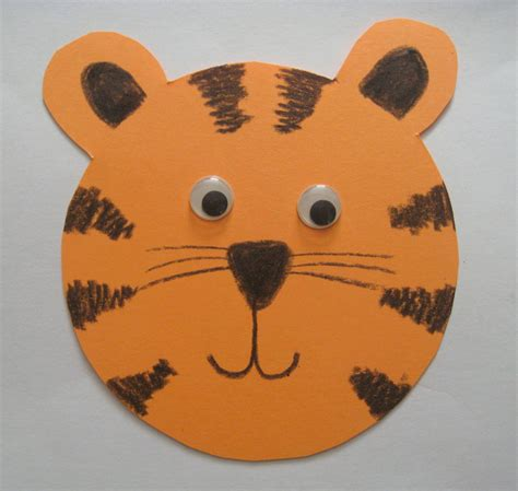 Tiger Paper Plate Craft - paper tiger
