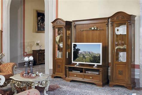 libreria puccini vetrina classica con una porta in vetro trasparente