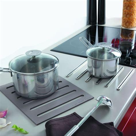 protege plan de travail cuisine repose casserole design dessous de plat 2 en 1 en silicone